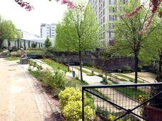 Promenade Plantée. Vchod do připojeného parku Jardin de Reuilly.