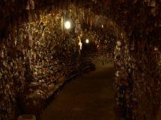 Má toho už tři plné jeskyně a furt pokračuje.