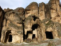 GÜZELYURT. Údolí řeckých pravoslavných kostelů z 11.-18. století.