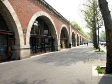 Viaduc des Arts. V roce 1990 začala rekonstrukce oblouků viaduktu.