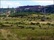 Ženy z cz Banátu pracují na polích, v době sklizně jezdívají pomáhat také do cz vesnic do Srbska, a to už za Ceauceska. Srbské cz vesnice leží na nížinatém břehu Dunaje, obklopené ohromnou rozlohou úrodných polí. Rumunský břeh je hornatý a krajané si kapesní políčka budují na prudkých svazích. Každý kousek, kde se udrží kůň aniž by padl na záda, je využitý. Jednou týdně ženy jezdí se zeleninou na trh. Ve vsích není žádná inteligence, vždycky zde žili dělníci a rolníci (Češi sem přišli za účelem kácení lesů a dopravy dřeva, stavebního materiálu, po Dunaji do velkých rumunských měst). Nemají svou historii zaznamenanou a už ji zapomněli. Muži chodí se ženami na pole, ale donedávna většina z nich pracovala v loni zavřené továrně na výrobu mědi.