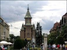 Kostel, kde působil kněz Lászlo TOKES; místo, kde všechno začalo. Před kostelem je památník revoluce...