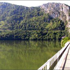 Jeho zraky ze 40metrové hlavy stráží vstup do soutěsky a národního parku Portile de Fier - Železná vrata.