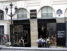 Palais Royal, boutique Shiseido / Serge Lutens, z ulice Beaujolais, Paris