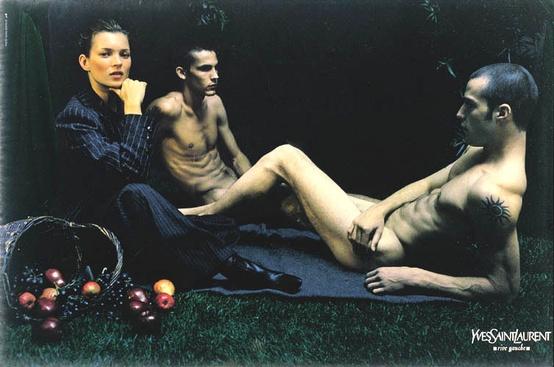 To se hodně nepovedlo. Muži s proporcemi YSL, nezdravě vypadající Kate Moss, sakrální aluze. Celkově to není pobuřují, jen ošklivé a lehce trapné.