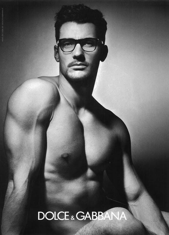 2011. Dolce Gabbana Eyewear s modelem Davidem Gandym: když dva dělají totéž. Hoch je spíše trapný, že?