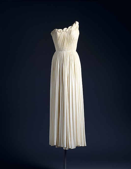 Večerní šaty  Madame Grès (Alix Barton), 1958 Zdroj:  The Metropolitan Museum of Art