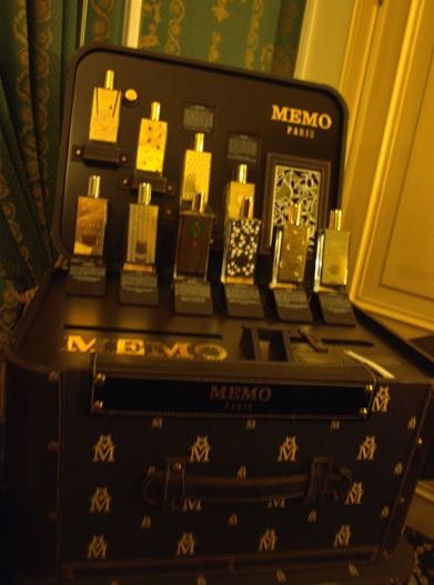Parfémový kufřík Memo. Kdo by se s tím chtěl tahat?