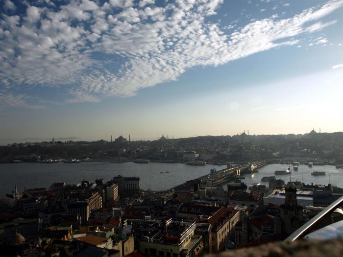 Pohled na most z Galatské věže.