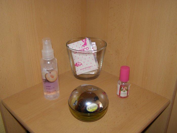 Zasílám fotku své poličky s parfémy.