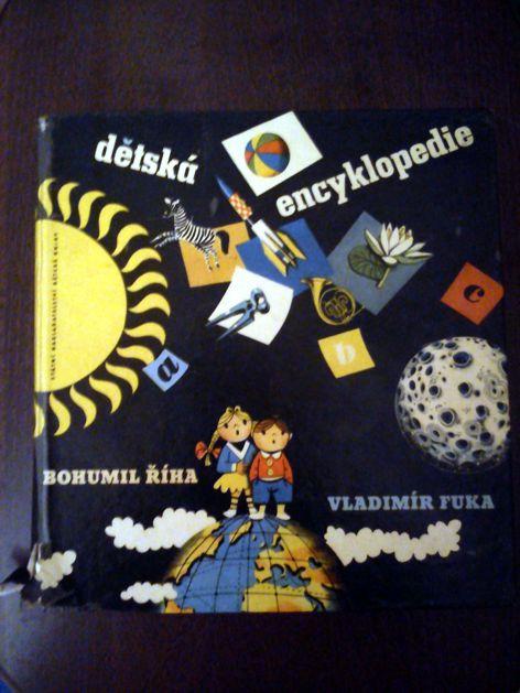 Dnes jsme z hromádky zděděných knížek vyhrábli černou a pořádně odrbanou Dětskou encyklopedii. Žabu uhranula...že ji taky máte?