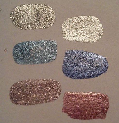 Srovnání nový (vlevo) vs. starý Avon. Staré jsou hezčí co do barev, i konzistence, sežeňte si je!
