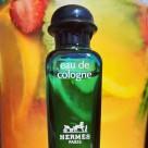 Hermès Eau d'Orange Verte, jemná pomerančová unisex kolínská. Dotek luxusu od jedné z nejskvělejších značek, koupíte v sortimentu od šamponu, kondicionéru, mýdla...až po kolínskou od 400,- Kč