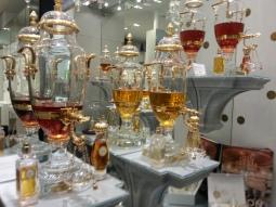 Caron čisté parfémy v křišťálových fontánách dnes už uvidíte jen na Avenue Montaigne v Paříži
